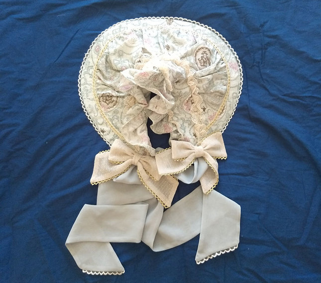 Antoinette decoration bonnet(1)